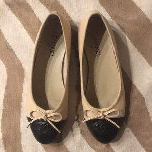 CHANEL Black and Cream Ballet Flats Size 9